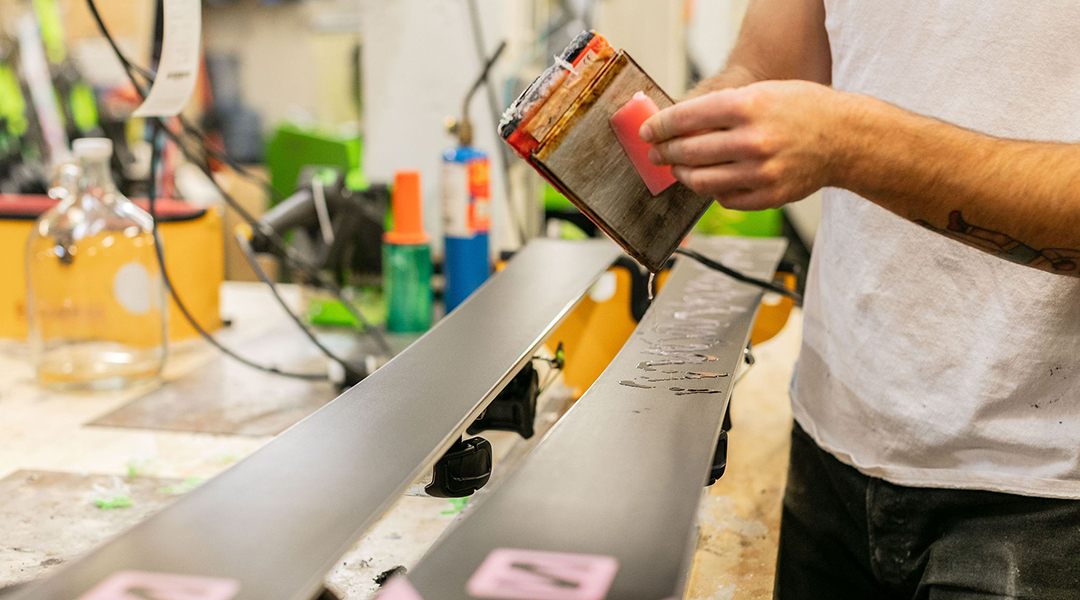 How to wax skis and snowboards