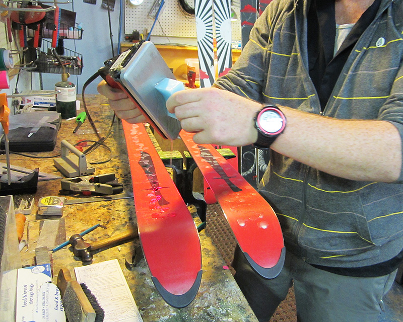 how to effectively wax a snowboard Home » opinion » lifestyle » basement snowboard waxing tips  i know people who have used them effectively  cold wax the edges:.